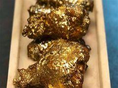 مطعم أمريكي يقدم لزبائنه وجبات طعام مغطاة بالذهب