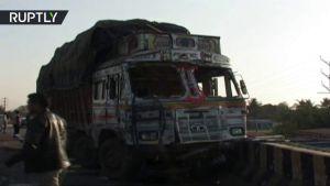 بالفيديو مصرع سبعة أشخاص بينهم ستة أطفال في حادث إصطدام بالهند