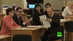 الرئيس الروسى يدلى بصوته فى الإنتخابات الرئاسية فى روسيا