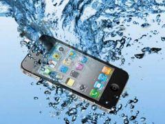خطوات تنقذ هاتفك المحمول بعد سقوطه في الماء