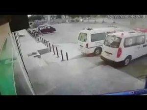 سرقة سيارة من أمام مستوصف في الرياض