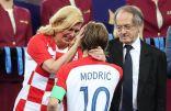 كوليندا غرابار تعانق النجم الذهبي لوكا وتجهش بالبكاء بعد النهائي