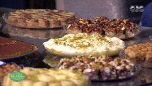 صاحبة السعادة  رد فعل إسعاد يونس بعد أكل الحلويات السورية