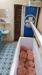 بلدية العمرة الفرعية بمكة تغلق مطعم عشوائي ومصادرة نصف طن وجبات غذائية غير صحية