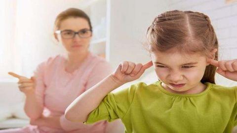 نصيحة للوالدين أترك طفلك يتعامل مع المواقف الصعبة