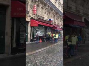 محال باريس تنهب فى ظل الفوضى…. فيديو