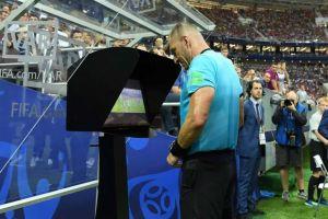جريزمان لاعب فرنسا يسجل الهدف الثاني من خلال ضربة جزاء في تاريخ نهائي المونديال