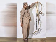 """"""" شريدار شلال"""" صاحب أطول أظافر في العالم يقرر قص اظافره"""