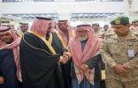 الأمير محمد بن عبدالرحمن ينقل تعازي القيادة لأسرة الشهيد الزهراني