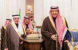 الدكتور حسام بن سعود يكرم الإدارات الحكومية ووفد قرية الباحة التراثية